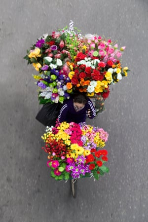 fake flowers street vendor