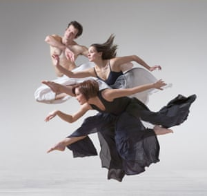 Andrew Claus, Eileen Jaworowicz, Aileen Roehl, 2008 Photo by Lois Greenfield