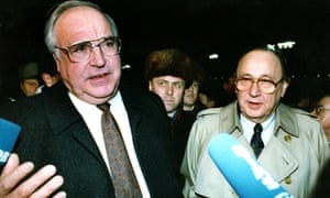 Hans-Dietrich Genscher with the German chancellor Helmut Kohl in Moscow, 1990.