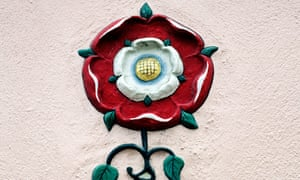 Hadleigh Suffolk, Pargetting, High Street, Tudor Rose plaster roses England UK English wall decoration red and white<br>BTGCA3 Hadleigh Suffolk, Pargetting, High Street, Tudor Rose plaster roses England UK English wall decoration red and white