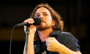 Pearl Jam Perform