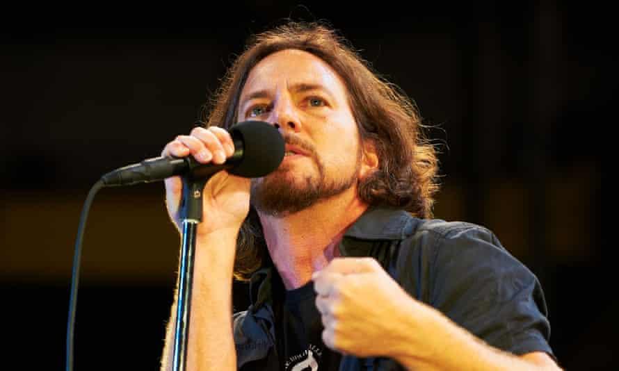 Pearl Jam Perform
