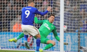 Jamie Vardy heads Leicester's fourth past Martin Dubravka