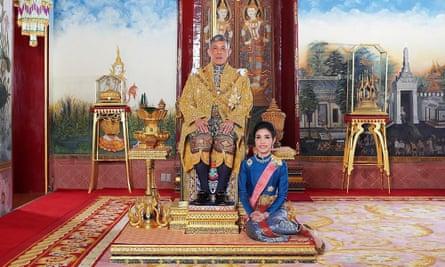 Raja Maha Vajiralongkorn dan permaisuri kerajaannya, Sineenatra Wongvajirabhakdi