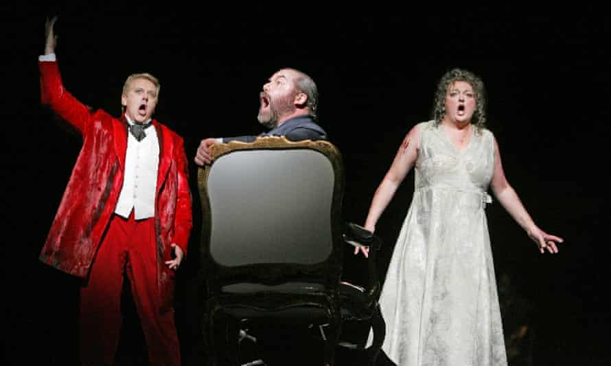 Peter Coleman-Wright (Gunther), John Tomlinson (Hagen) and Lisa Gasteen (Brunnhilde) in Gotterdammerung at the Royal Opera House in 2006
