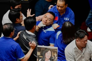A KMT lawmaker is grabbed by the throat