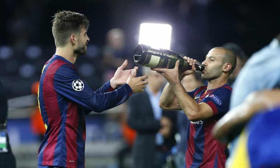 Javier Mascherano celebrates Barcelona's 2015 Champions League win with Gerard Pique.