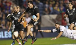 James Lowe of the Maori All Blacks runs in for his second try.