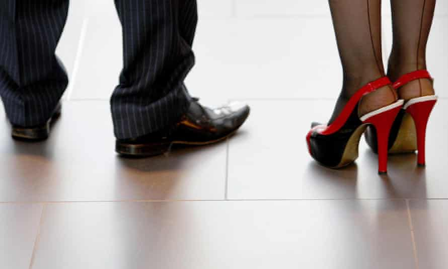 Men earn more than women later in life