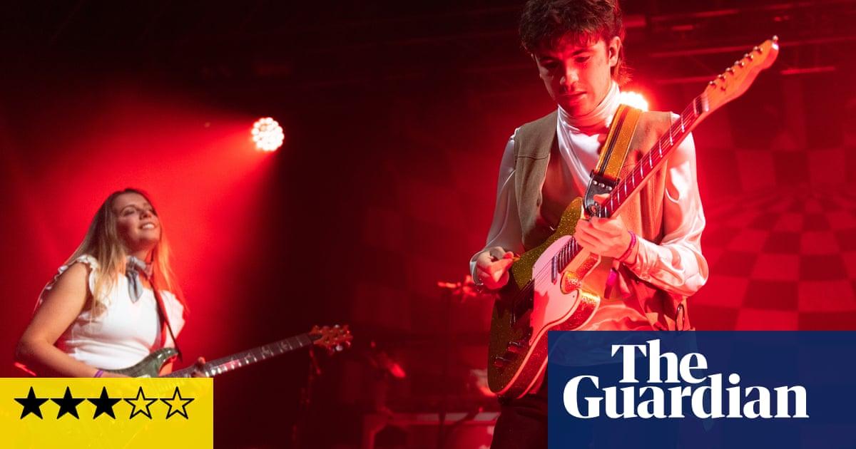 Declan McKenna review – breathless, exuberant pop-rock maximalism