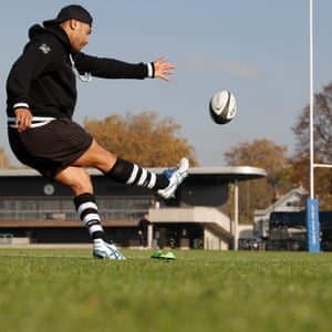 Fly-half Richie Mo'unga from New Zealand, who next week joins up with the All Blacks in France, practices kicking.