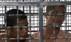 Wai Phyo (L) and Zaw Lin (R) are on trial for the murder of two British tourists.