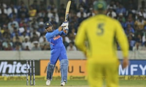 MS Dhoni keeps the run chase ticking along smoothly.