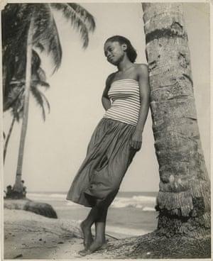 Emma Christiana Bruce Annan, Drum party, Chorkor beach, Accra, 1954-1956
