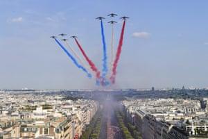 The Patrouille de France above the Champs Élysées
