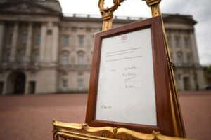 A notice placed on an easel in the forecourt of Buckingham Palace in London to formally announce the birth of a baby boy to the Duke and Duchess of Cambridge.