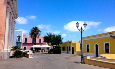 The piazza in Ventotene, with brightly coloured buildings surrounding the square.