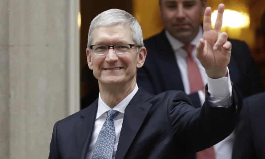 Apple boss Tim Cook waving
