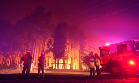 Perth Hills bushfire destroys 59 homes and remains a 'threat to lives', warns WA premier
