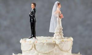 Wedding cake with figurines of bride and groom standing back to back