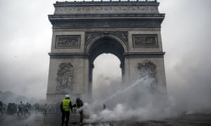 Gilets jaunes protesters clash with riot police at the Arc de Triomphe on 1 December.