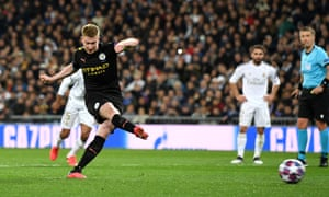 Kevin De Bruyne of Manchester City scores a penalty for his team's second goal.