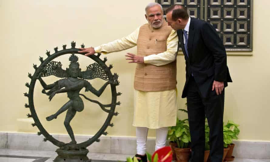 The Indian prime minister, Narendra Modi, with Australia's Tony Abbott and the returned Shiva sculpture.