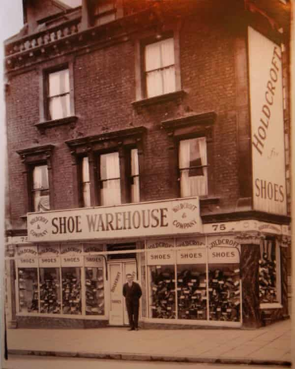 A shoe shop stood on the site of what is now Turbo Island. It was destroyed during the second world war.