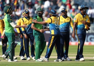 South Africa's Hashim Amla shakes hands with Sri lanka's Lasith Malinga after the match.