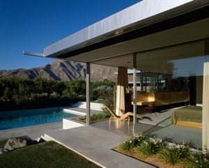 In 2008, the Los Angeles Times and its panel of experts named the Kaufmann Desert House one of the best houses of all times in southern California.