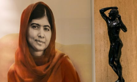 A portrait by the artist Nasser Azam of Malala Yousafzai, the youngest recipient of the Nobel peace prize, was unveiled at the Barber Institute of Fine Arts in Birmingham.