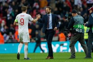 Southgate embraces Kane