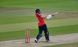 Malan pulls the ball for four.