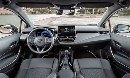 Toyota-Corolla-Touring-Sports-Hybrid-Details-1