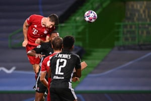Robert Lewandowski heads in at the far post.