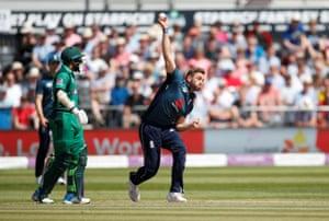 England's Liam Plunkett.