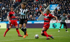 Dwight Gayle missed a number of chances before Ayoze Pérez got the Newcastle winner.