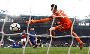 Javier Hernandez scores the equaliser to secure the 1-1 draw.
