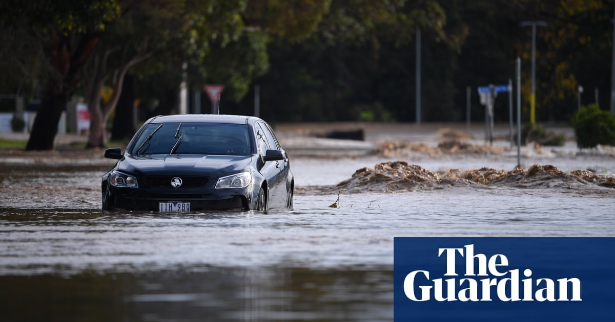 Major flooding in Victoria leaves tens of thousands without power or telecommunications