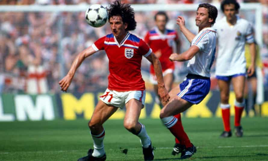 Paul Mariner brings the ball under control when representing England against France at the 1982 World Cup