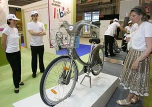 A Velib' bike on display at the Paris fair in launch year – 2007.