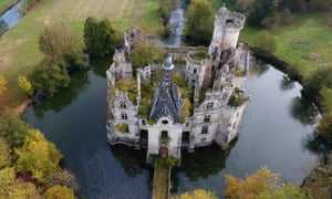 La Mothe-Chandeniers in Les Trois-Moutiers has falled into disrepair in recent decades.