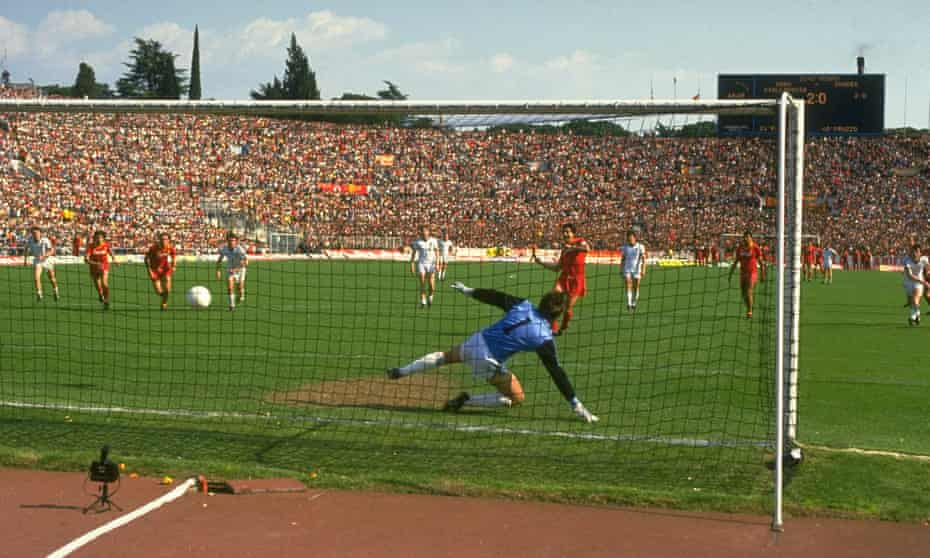 Agostino Di Bartolomei scores for Roma against Dundee United in the European Cup semi-finals in 1984.