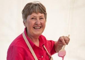 The dancing baker: Val.
