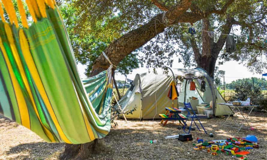 Tent, hammock and toys, Camping Le Campoloro