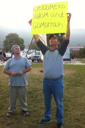 Joe Davis protests against his wife Kim's jailing.