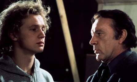 Peter Firth (l) and Richard Burton in the film version of Equus.
