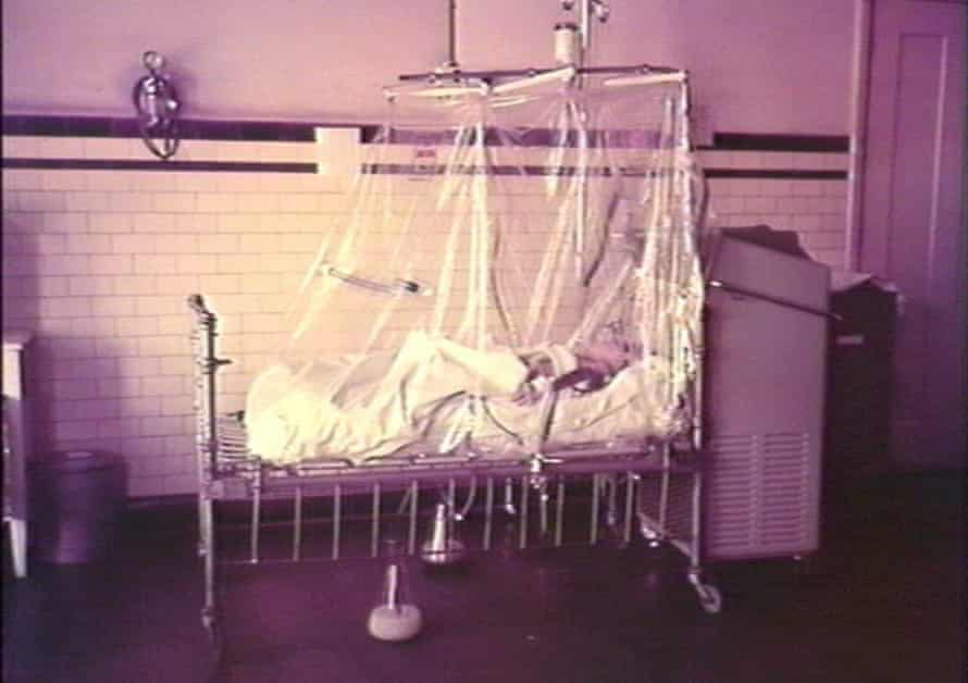 Child in an oxygen tent in intensive care. 1950-1959.