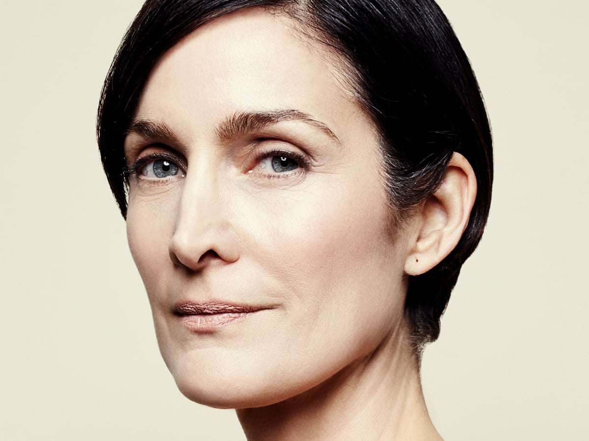 Carrie Anne Moss Hairstyles