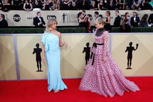 Mother-and-daughter duo Goldie Hawn and Kate Hudson both wore Valentino on the red carpet.